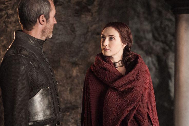Die Rote Priesterin Melisandre und Stannis Baratheon